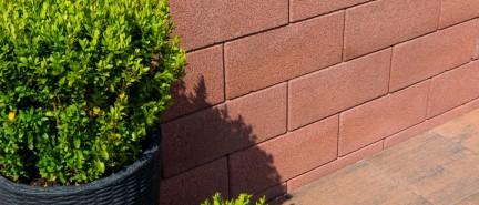 Zaostrené na plot: živý verzus betónový