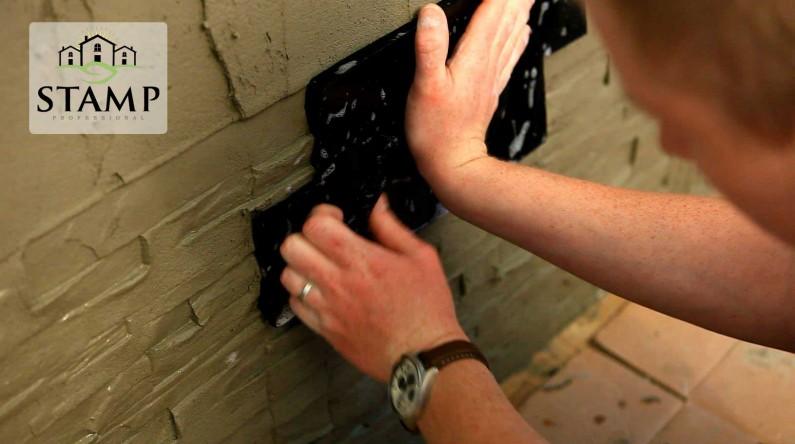 HIT INTERNETU: Vyrazte si sami obklad priamo na fasáde pomocou STAMP®!