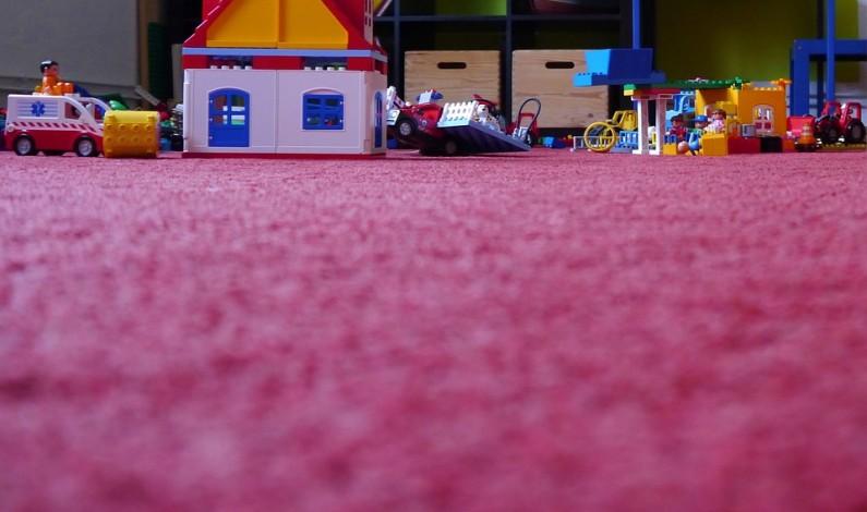 Aké podlahy zvoliť do domácnosti s deťmi