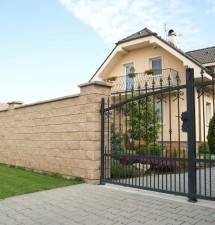 Stavba plota: Čo treba vybaviť a vedieť, skôr než sa do nej pustíte?